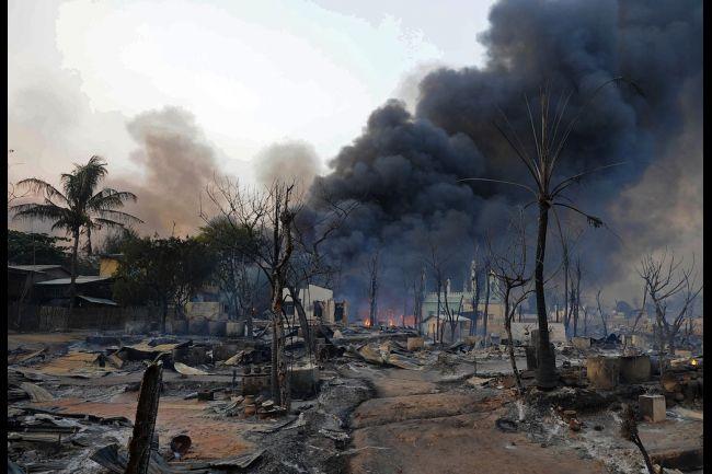 Vilarejo incendiado. Os Rohingyas não têm para o que voltar
