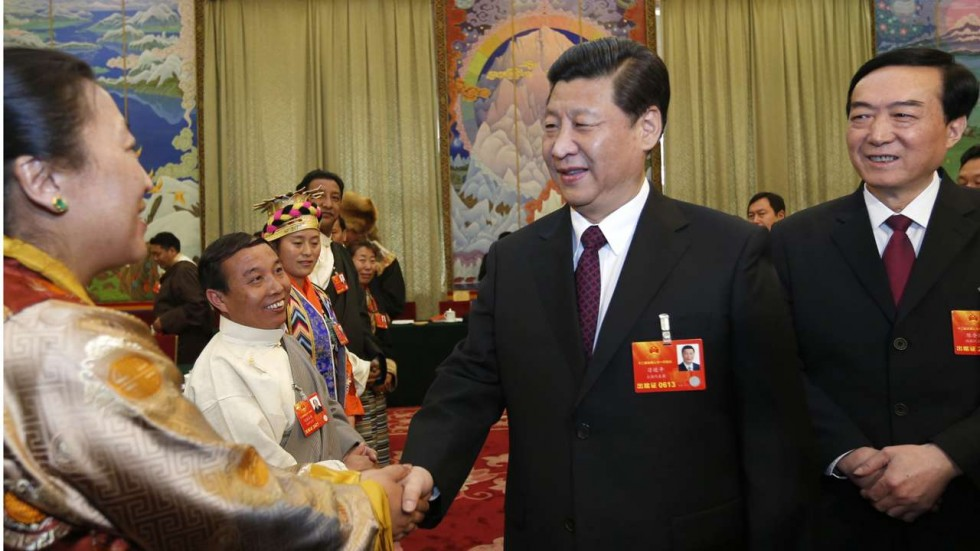 "Xi Jinping e, atrás dele, Chen Quanguo, seus ""olhos e ouvidos"" no Xinjiang"