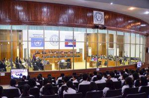 Sessão do Tribunal do Camboja, que julga os líderes do Khmer Vermelho pelo genocídio, em Phnom Penh, no início de 2017.