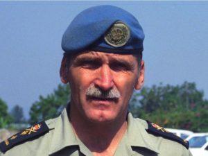 General Romeo Dallaire. Apesar de todo o seu empenho, o comandante das tropas da ONU não foi capaz de convencer o Conselho de Segurança a enviar mais homens para interromper o genocídio. A culpa nunca o abandonou.