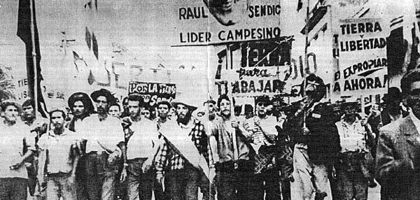 Os Tupamaros na grande manifestação em Montevidéu, em 1973