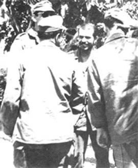 O jovem Bouteflika, em 1961, com combatentes da FLN na guerra colonial contra a França