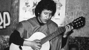 cantor Víctor Jara, assassinado no Estádio Nacional em 16 de setembro de 1973, aos 40 anos