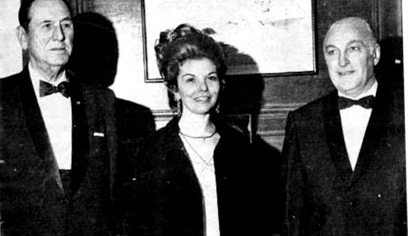 """Perón, Isabelita e Lopez Rega. Nos últimos anos, um Perón envelhecido recorreu cada vez mais a """"el Brujo"""" para executar ações contra seus desafetos. Quando Isabelita assumiu a presidência, Rega consolidou sua posição de homem forte do governo"""