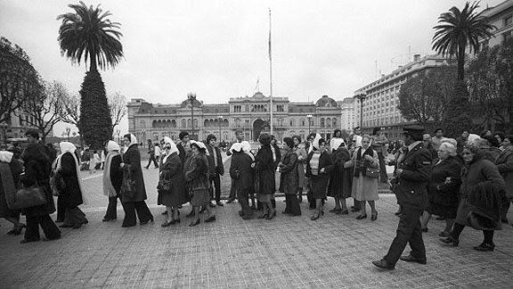"""Ao circularem, derrotaram a ditadura, e a essa volta (na Praça) devemos a democracia""""</em>, declarou Mabel Careaga, filha de uma das fundadoras das Mães da Praça de Maio"""
