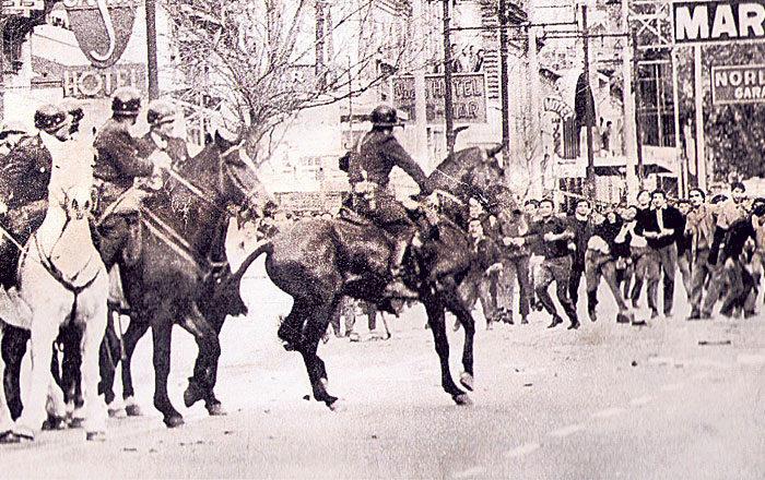 No dia 29 de maio os trabalhadores conseguiram rechaçar as investidas das forças policiais. O recuo foi comemorado como vitória. O Exército retomaria o controle da cidade, mas em muitas outras cidades do país ocorreram levantes