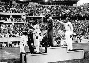 Os nazistas herdaram o compromisso de realizar os Jogos Olímpicos de 1936, em Berlim e resolveram aproveitar a ocasião para fazer boa figura para a imprensa estrangeira. Por isso as perseguições aos judeus arrefeceram, com ordens explícitas dos chefes nazistas para que as manifestações mais agressivas fossem contidas ou momentaneamente suspensas (como retirar as faixas nas entradas das cidades). Usando o melhor das tecnologias de cinema e da nascente televisão para registrar o triunfo ariano, os nazistas gravaram para a história tanto a vitória do negro americano Jesse Owens na prova do homem mais rápido do mundo, os 100 metros rasos, quanto a reação profundamente indignada de Hitler na tribuna de honra do estádio