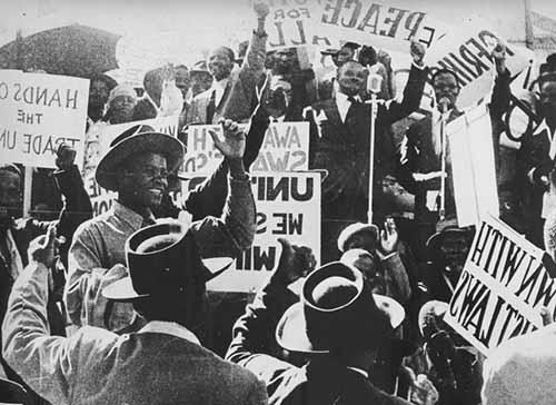 Ato inaugural na história da resistência: comício de lançamento da Campanha do Desafio, liderada pelo Congresso Nacional Africano, em 1952