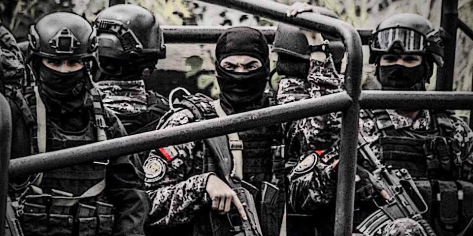 Agentes das temidas FAES, esquadrões da morte do regime de Maduro