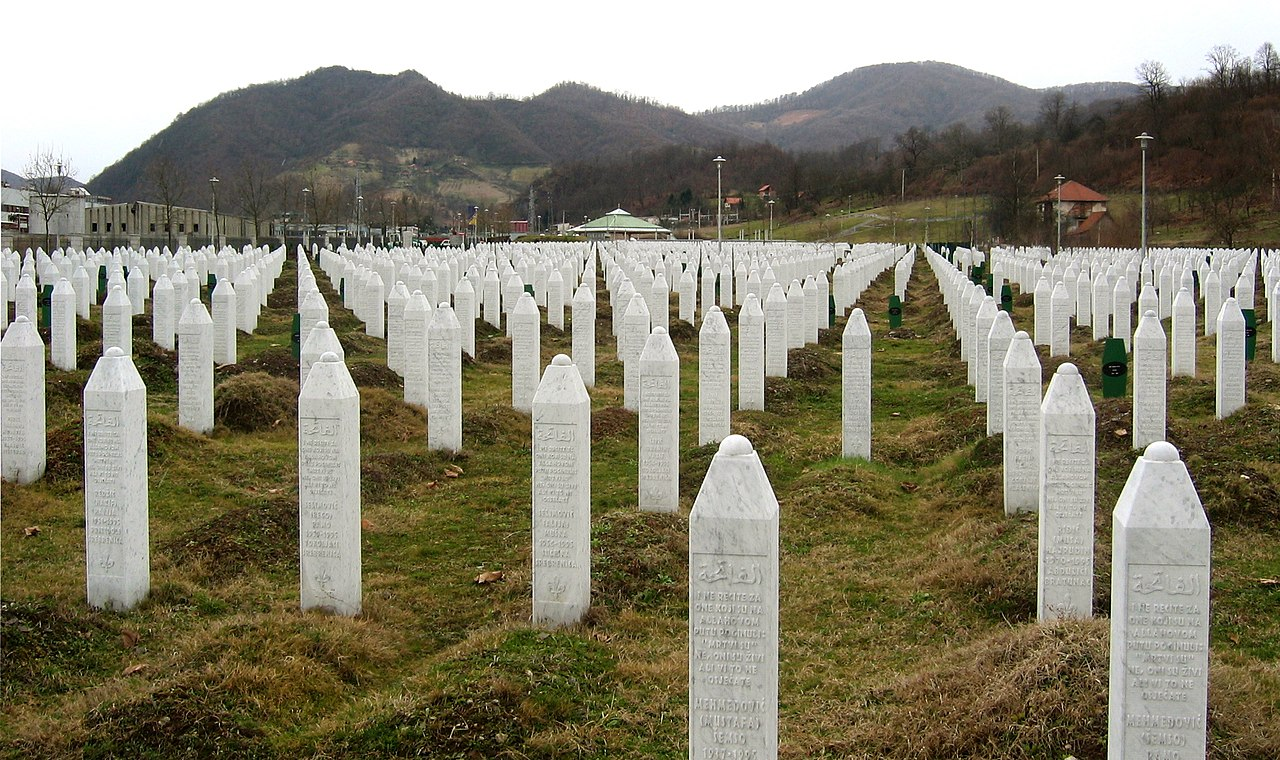Memorial aos mortos no Massacre de Srebrenica.