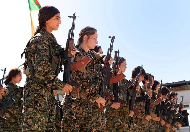 Combatentes curdas do YPG