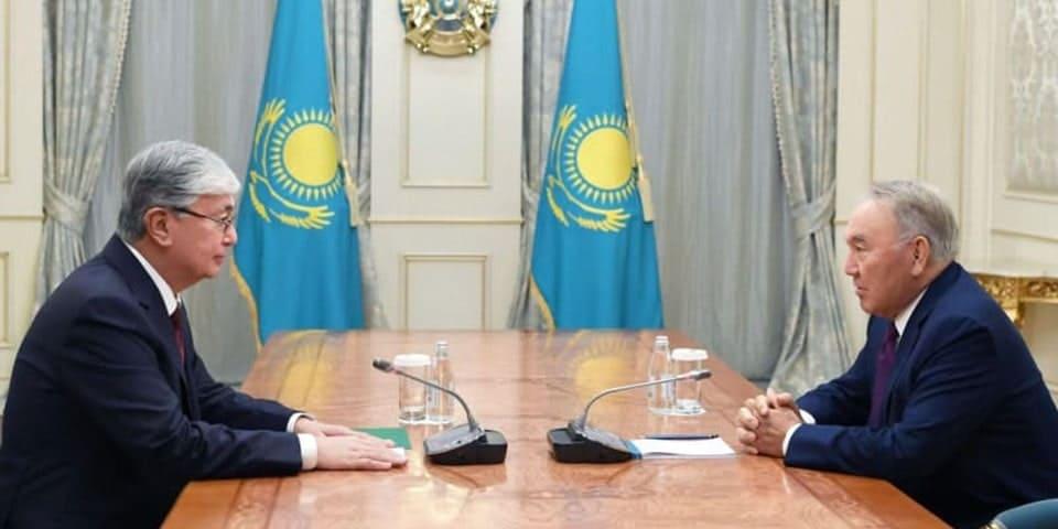 Cazaquistao, autocracia versus direitos