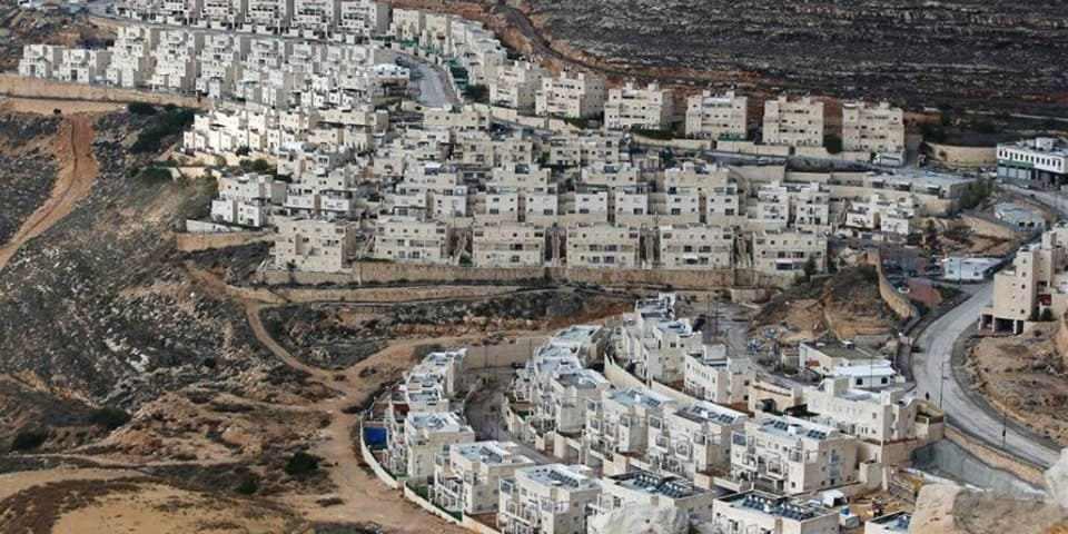 Assentamento israelense de Givat Zeev, na Cisjordânia, em dezembro de 2016